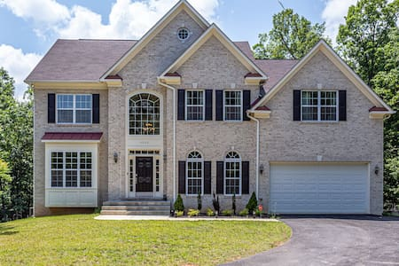 Luxury Home For Families Near DC and IAD