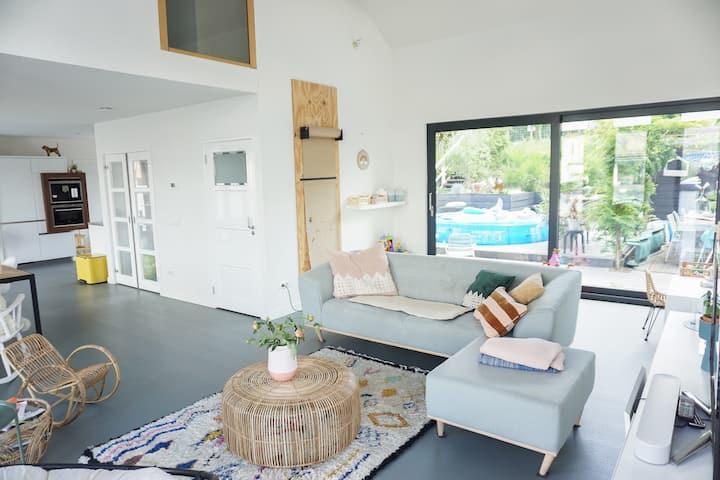 Stylish Houseboat | Family time! | Huge garden