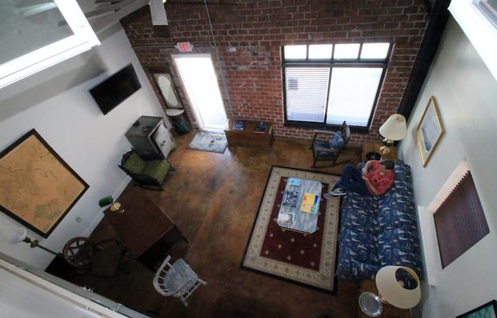 Large, Unique, Ground Floor Loft with Parking #1