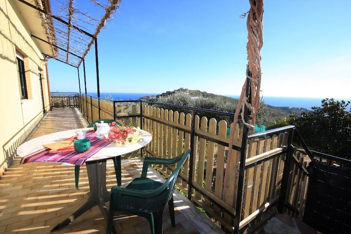 Sea view holiday home | V16