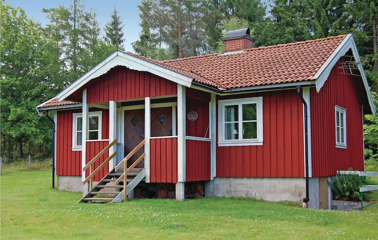 Holiday cottage with 2 bedrooms on 60m² in Skepplanda