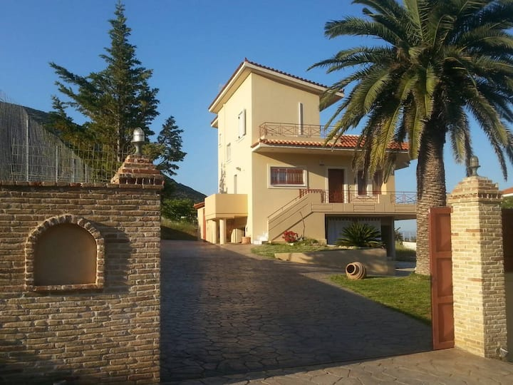 Villa Petrou (near airport  and  sea)