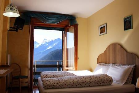camera bagno, colazione panoramica - Bed & Breakfast