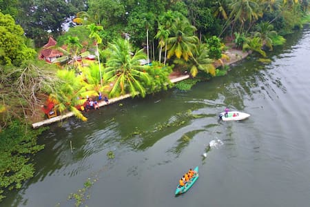 Alleppey Backwater Couple Paradise