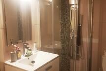 Salle de bain privative - chambre 1