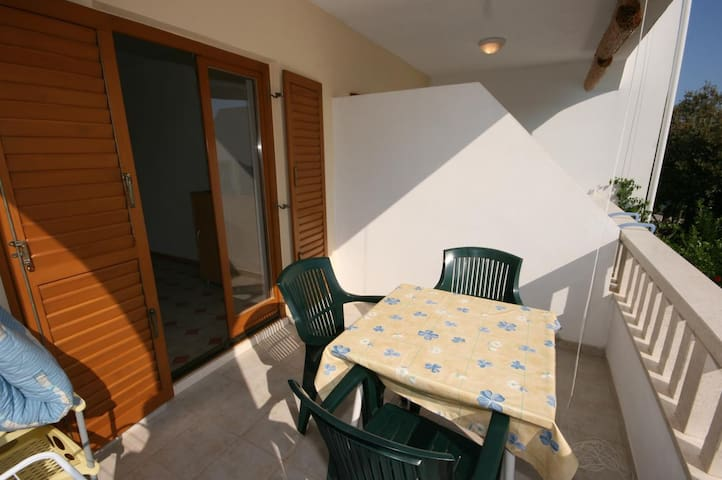 One bedroom apartment near beach Mandre, Pag (A-6518-c)