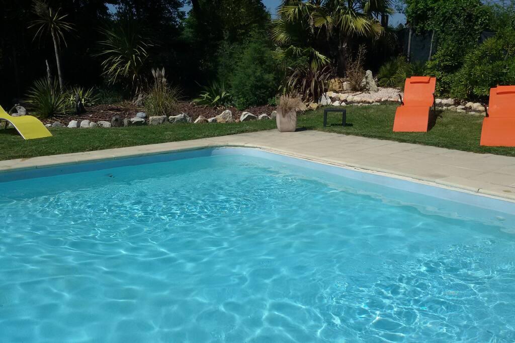 piscine 10mx5m très agréable avec sa plage