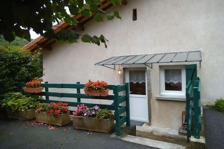 GITE MEUBLE A LA CAMPAGNE - Vaux-en-Bugey