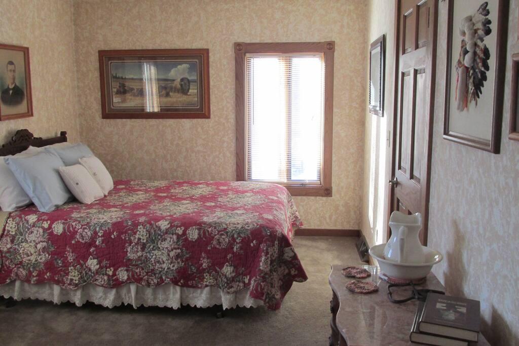 Western Room-Queen Bed
