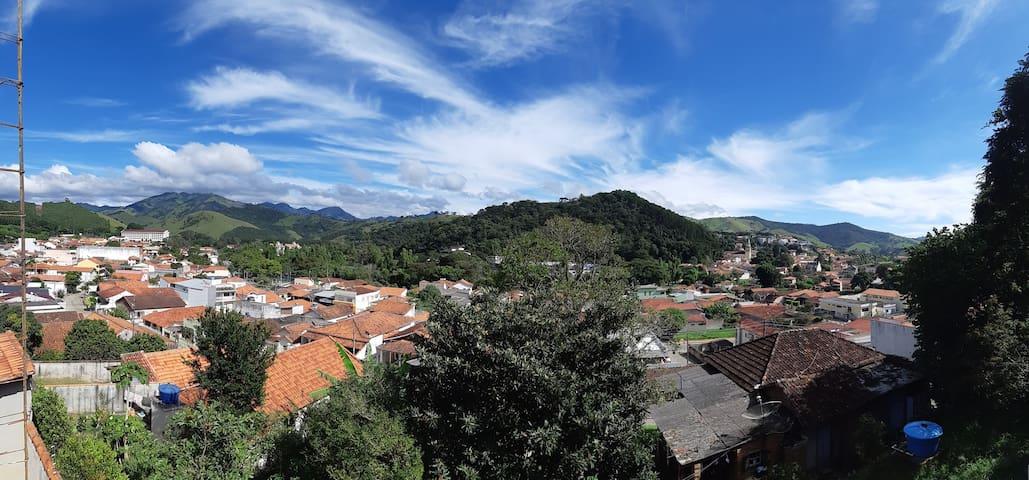 Piscina e uma vista privilegiada de P4 e da Serra