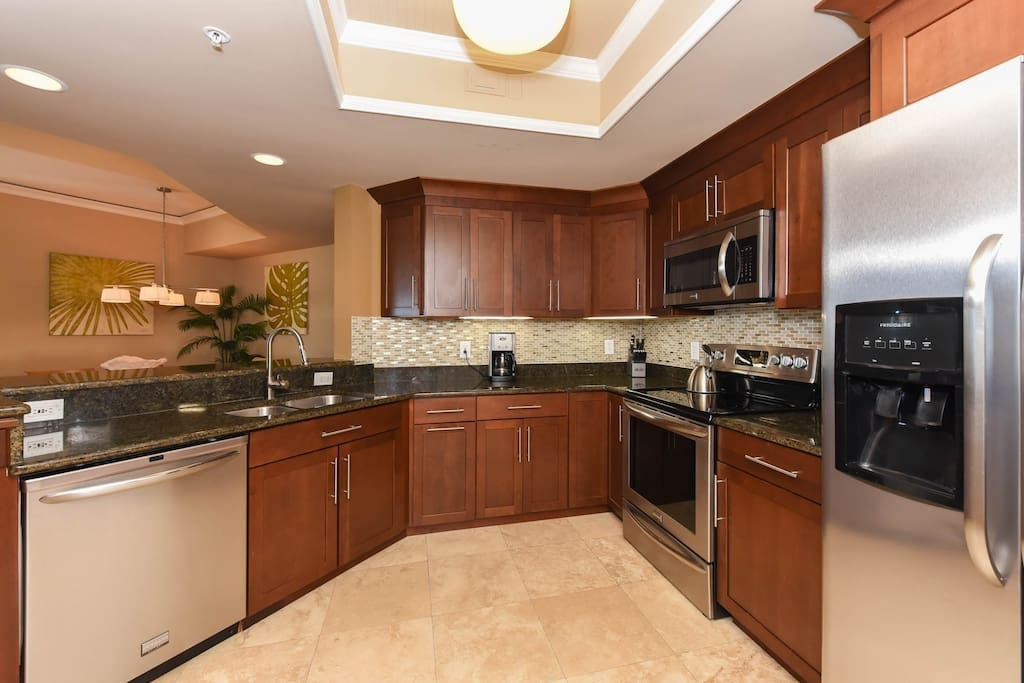 Kitchen with granite an high end stainless appliances