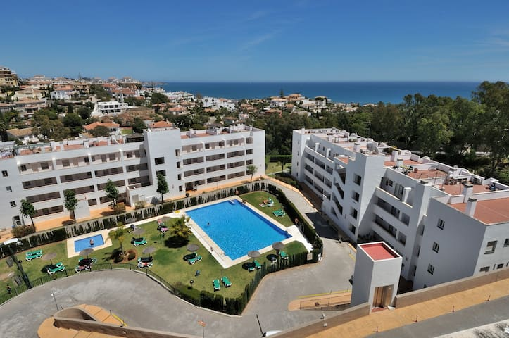 Tranquil penthouse with views - La Cala