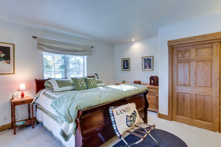 Nice Comfortable King Suite with Private Deck