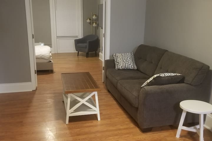 FABULOUS BIG 1BR - FREE PARKING & 15MIN TO NYC