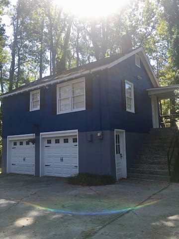 Chestnut Carriage House-10 Min To Downtown & Beach