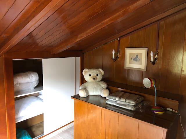 Mid floor  kid room