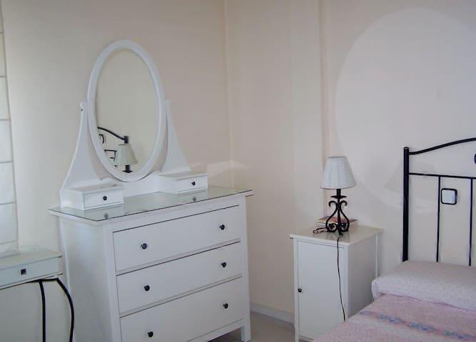 Bonita habitación individual - Pinto - Appartement