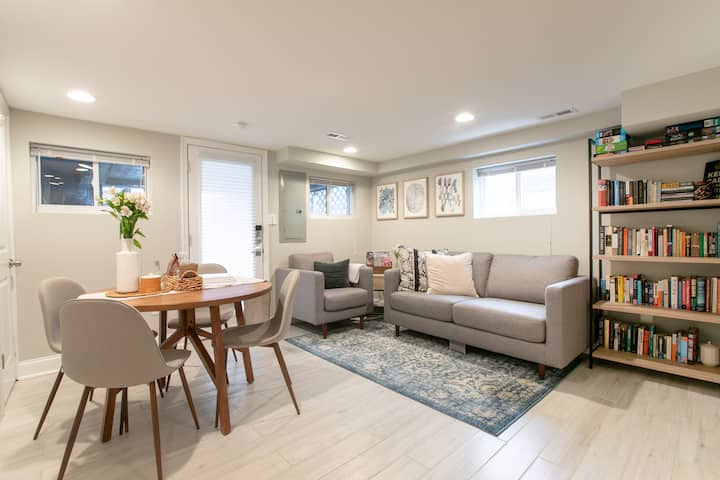 Modern, cozy one-bedroom apartment on Capitol Hill