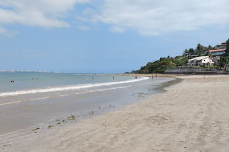 Local tranquilo, condomínio de frente para o mar