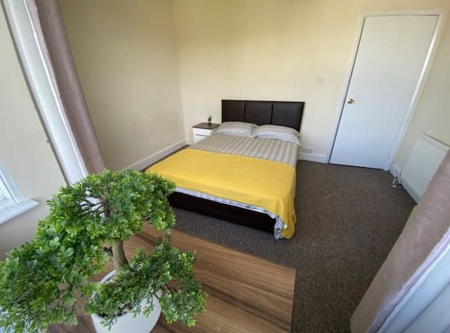 REDUCED PRICE - HIGH WYCOMBE ROOMS