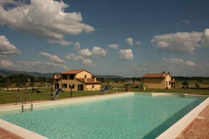 Podere Marcigliano - Corito, sleeps 4 guests - Cortona