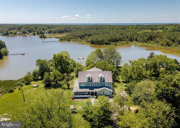 Spacious Gorgeous Waterfront Home with Sunset View