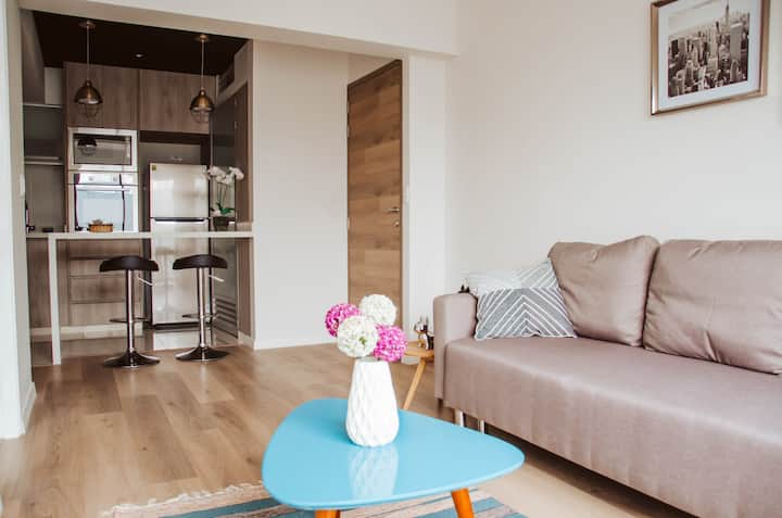 45 m2 of modernity in Bohemian area of Lima