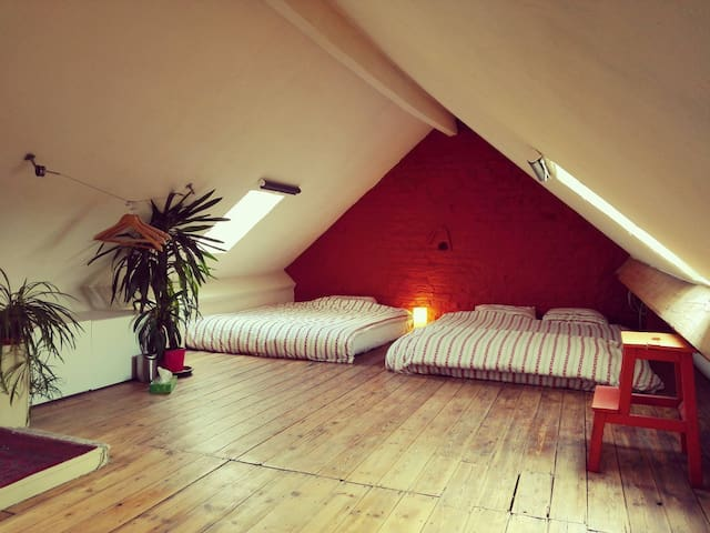 Cosy love-nest under the stars :) - Ixelles - Apartment