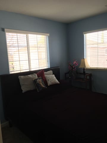 LOOKING FOR A LONG 6 MONTH OR ONE MONTH RENTAL. - Pleasant Hill - House