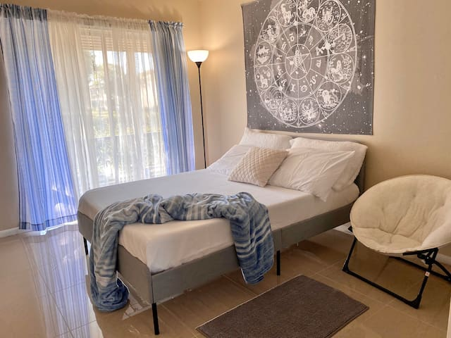 Charming Coral Springs Suite w/ Private Bathroom
