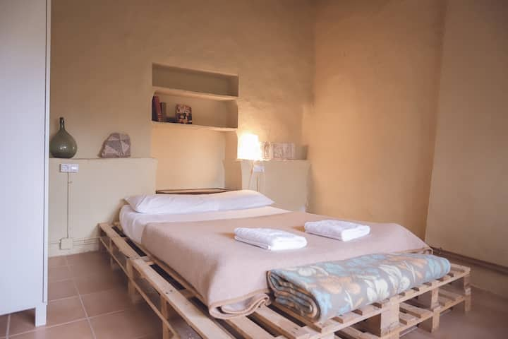 "Bedroom ""Empúries"" with swimming-pool"