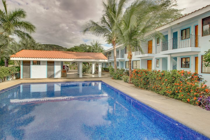 Recently remodeled condo with shared pool - walk to the beach and restaurants!