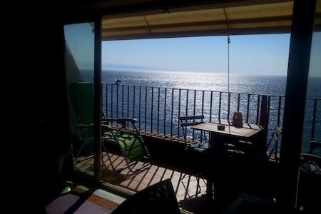 Incantevole mansarda sul mare con spiaggia privata