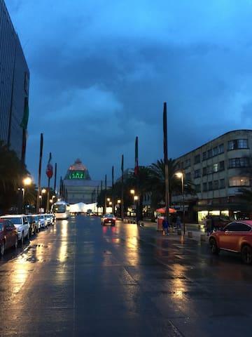 Nuestra calle por la tarde.