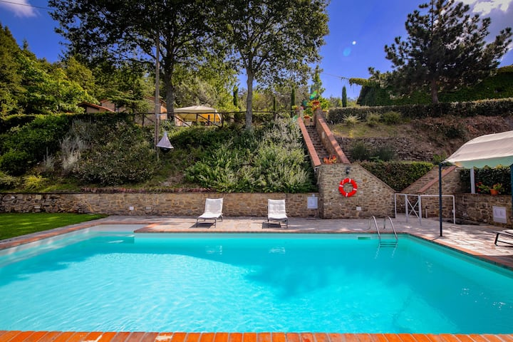 Enticing Holiday Home in Cortona with Pool