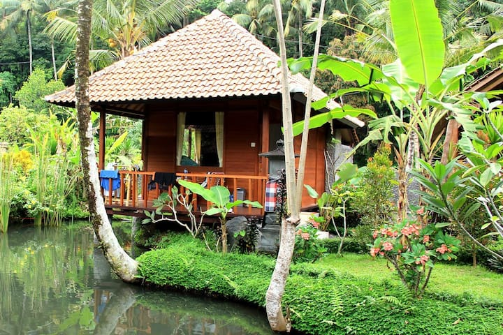 Tepi Sungai Guesthouse & Restaurant-wooden room - Sidemen - Bed & Breakfast