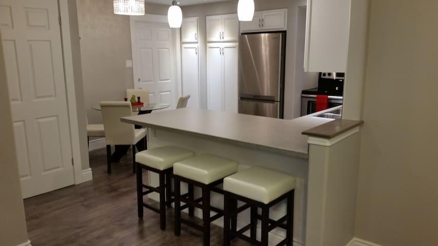Bright Inviting & Very Private Apartment!