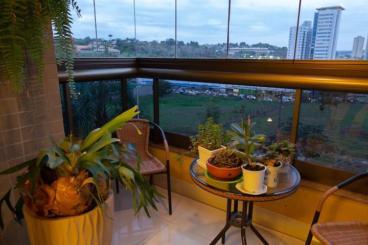 Quarto em Apartamento Central de Ribeirão