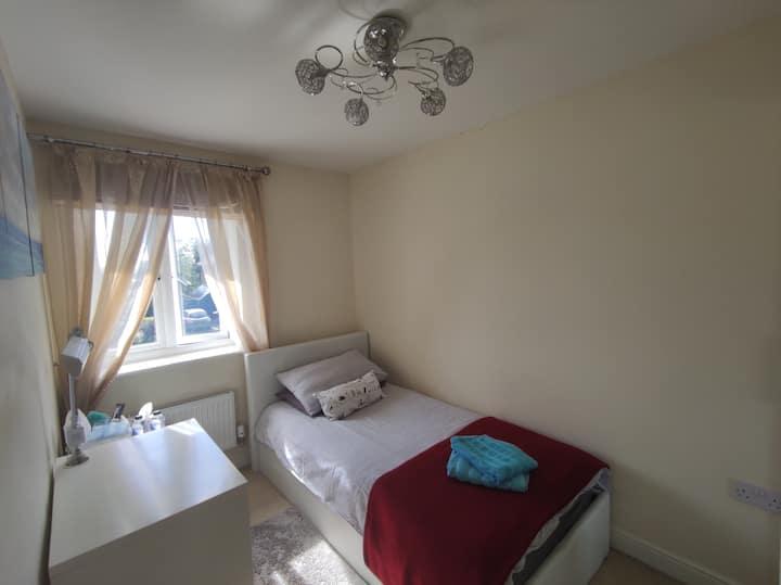 Single room near Wexham Park Hospital, Slough, SL2