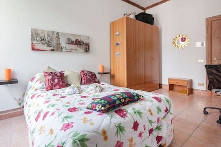 Deb's House in Pigneto - white room - Roma - Bed & Breakfast