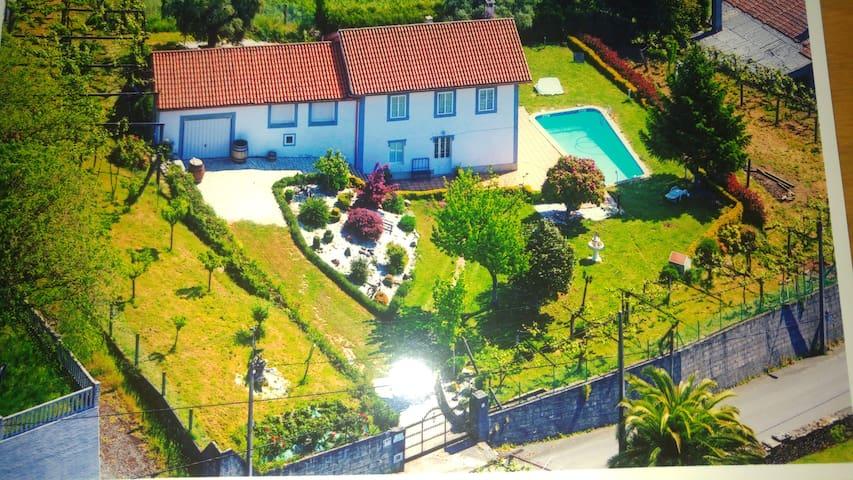 Casa Tarrío con Piscina. (Santiago de Compostela)