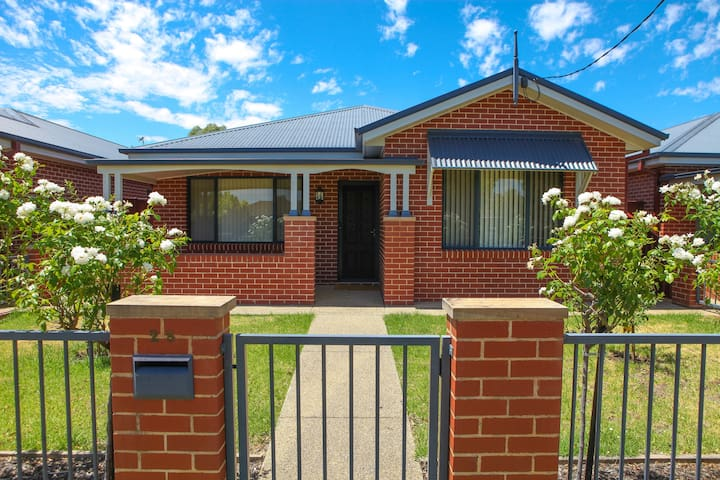 Central Executive Townhouse Cootamundra