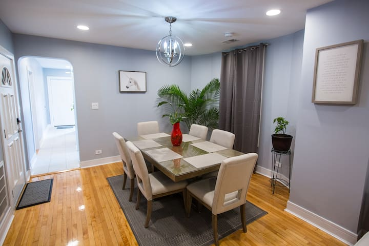 Large Dining Room for up to 6 people