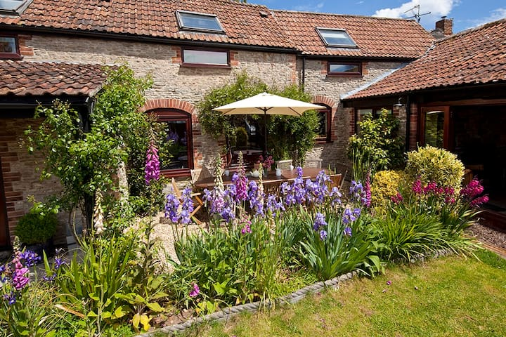 Walnut Arbour - sleeps12 - own Pool, Sauna, Hottub - Stoke Saint Gregory