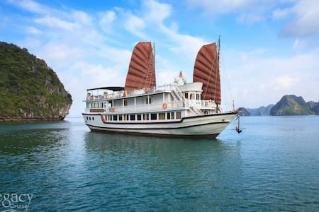 Package Hanoi Hotel 1night and Halong Legacy 2D/1N - Hanoi - Boot