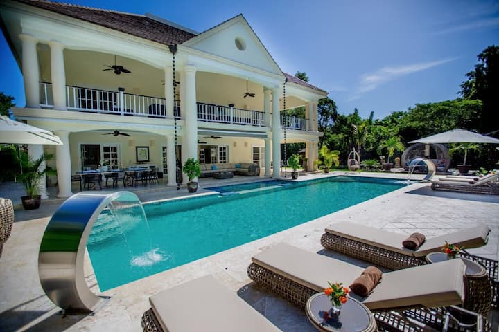 Secluded Private Villa with Cook and Maid