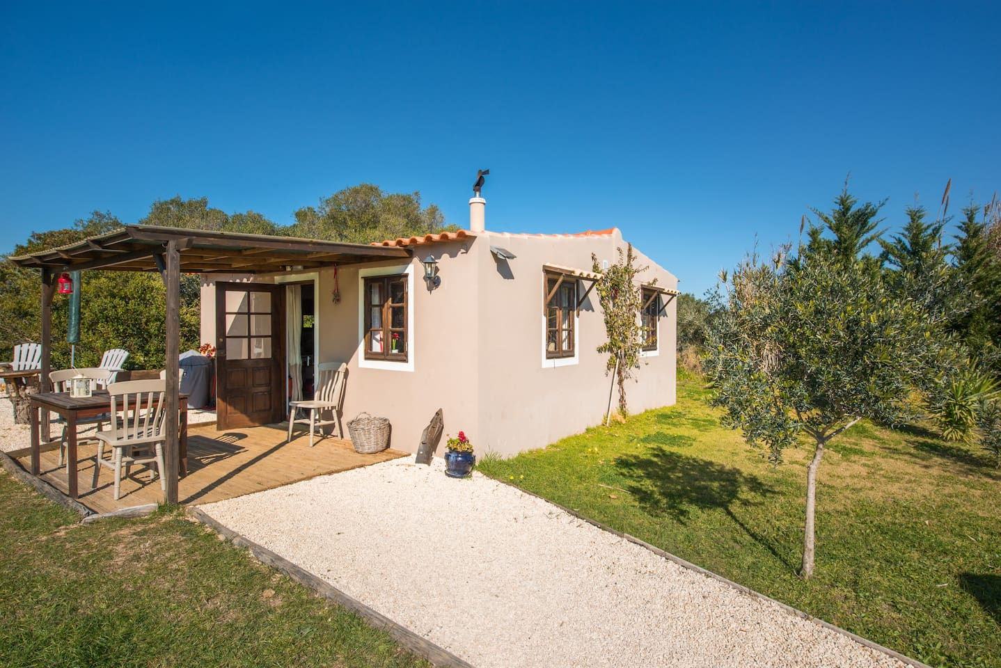 Romantic cottage in the Portuguese countryside