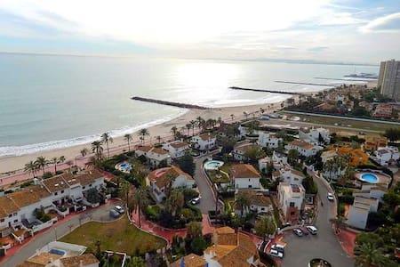 Bajo a un paso de la Playa, Urbanización Privada