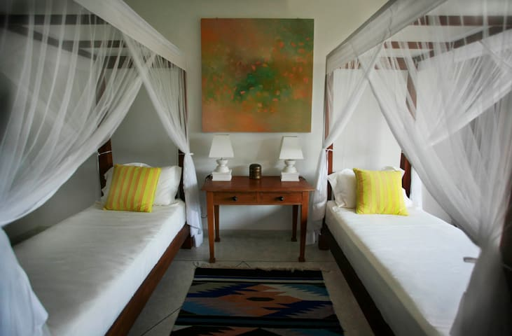 The lovely Twin bedroom with A/C, ensuite bathroom and a view to the Lake