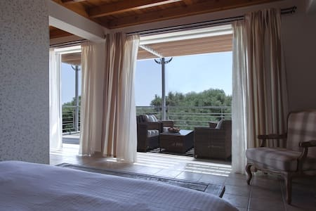 Spacious 3bd villa by the sea - Marathopoli